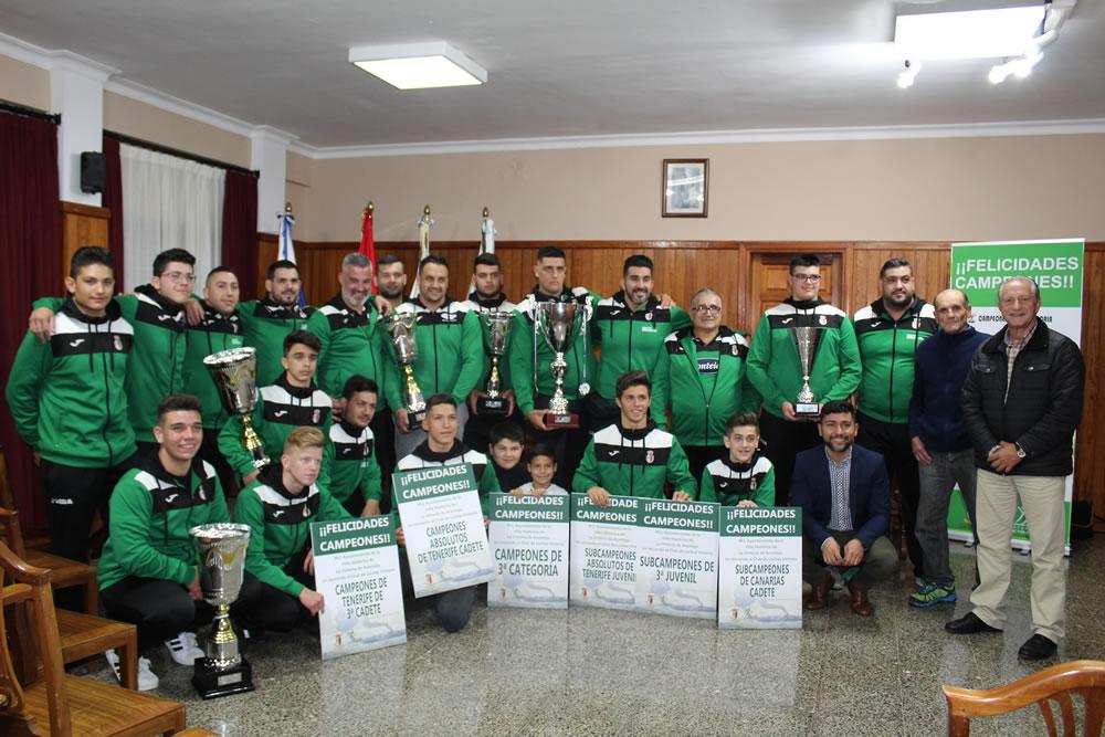 Recepción al Club de Lucha Victoria en el Ayuntamiento de La Victoria de Acentejo