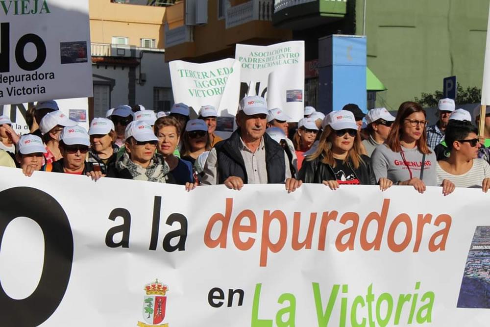 Los vecinos de La Victoria dejan muy claro el 'no a la depuradora comarcal' en su municipio