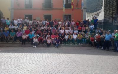 Un grupo de mayores del municipio participa en una excursión a Garachico