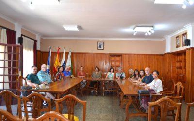 Una delegación americana visita el Ayuntamiento de La Victoria