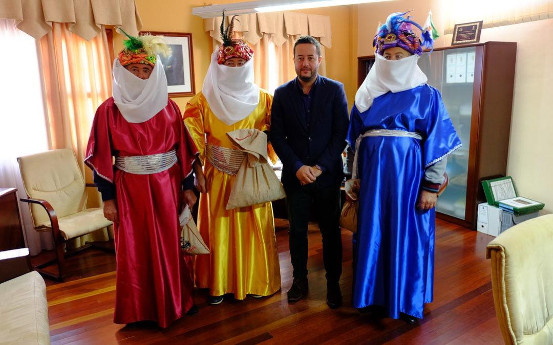 Los pajes reales visitan el Ayuntamiento de La Victoria de Acentejo