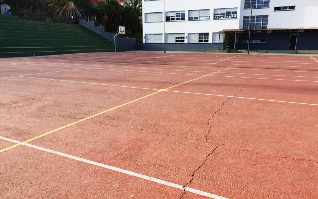El Ayuntamiento emprende la mejora en el pavimento de la cancha del CEIP Santo Domingo
