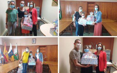 Los/as ganadores/as del concurso de dibujo infantil reciben sus premios