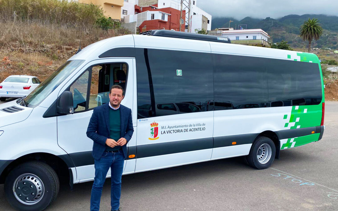 El Ayuntamiento de La Victoria incorpora a su flota un microbús destinado a personas dependientes