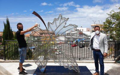 Una nueva escultura de Julio Nieto embellece La Victoria y promueve el reciclaje